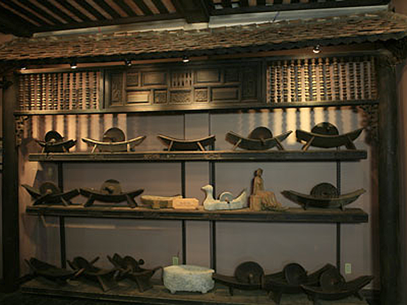 The Oriental Apothecary Instruments: knifes, boat mortars